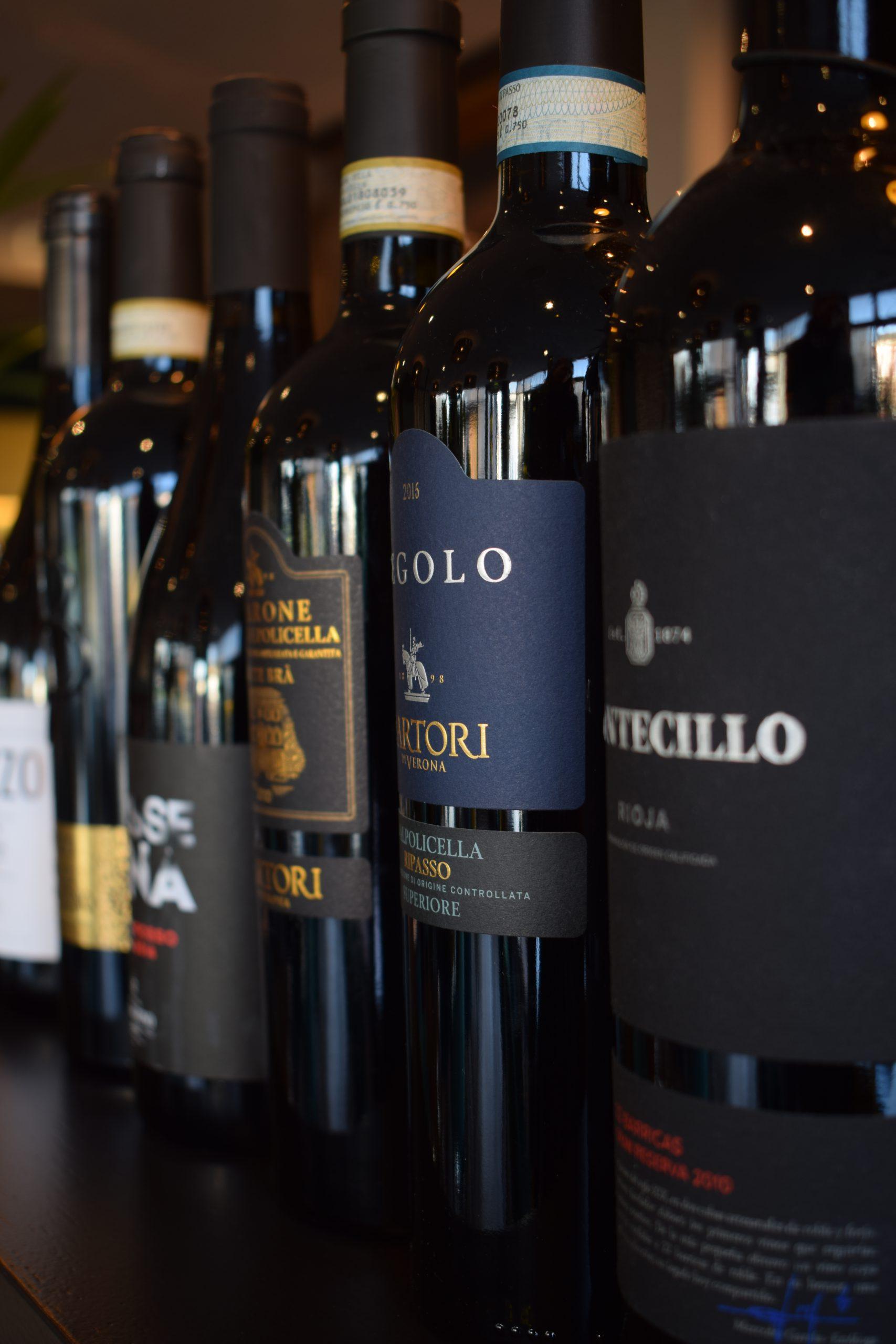 Wijn flessen op en rij
